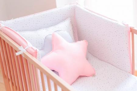 Chichonera para cunas triángulos gris y rosa