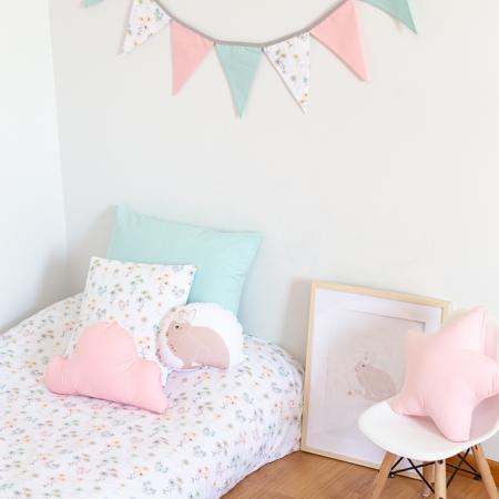 Habitación infantil flores y conejo