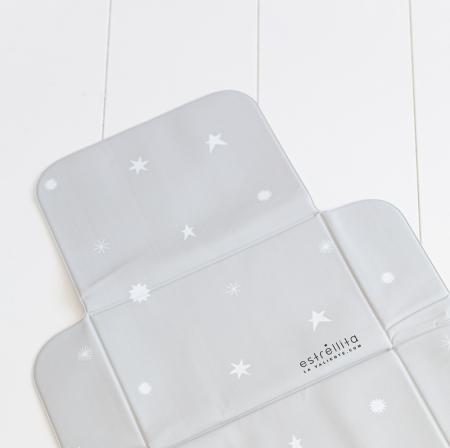 Cambiador abierto gris con estrellas blancas