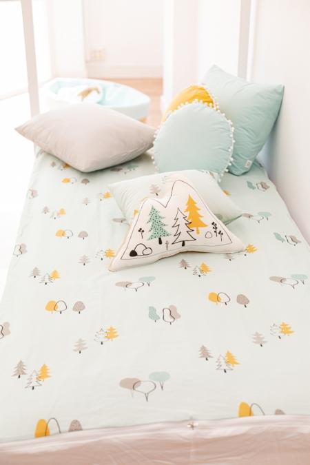 Ropa de cama y cojines árboles mint